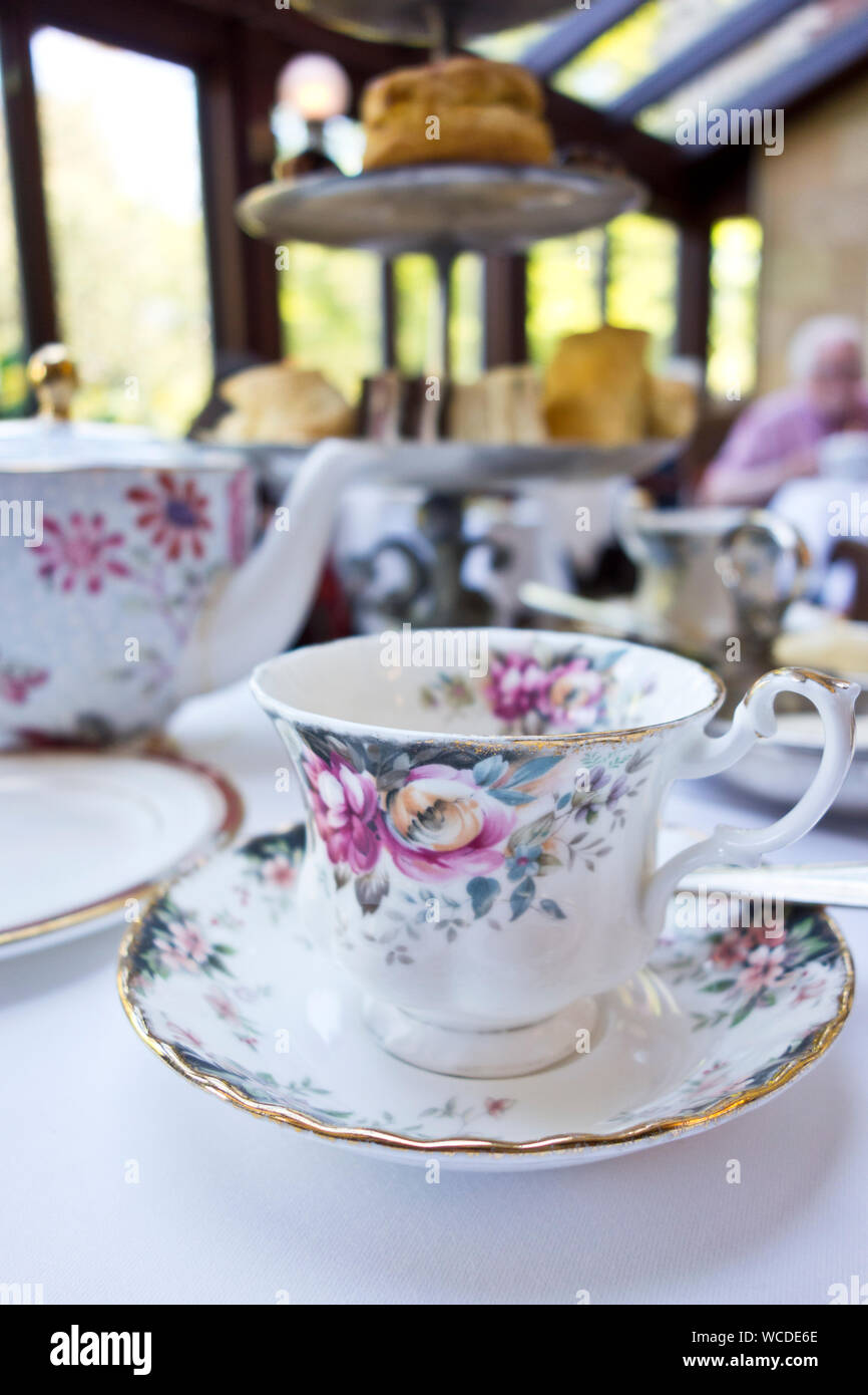 afternoon-tea-at-the-prince-of-wales-hot